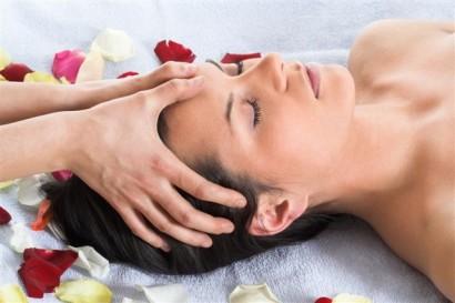 10 gute Gründe zur Kosmetik zu gehen: Hautdiagnose und Kosmetikprodukte